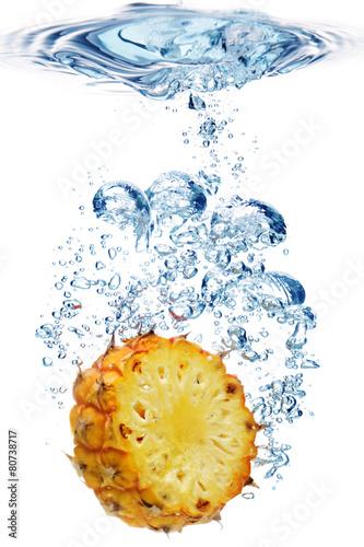 Foto op Canvas Opspattend water Bubbles in blue water