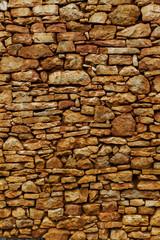 Natrusteinmauer