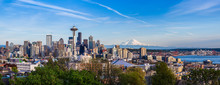 "Постер, картина, фотообои ""Panorama view of Seattle downtown skyline and Mt. Rainier, Washi"""