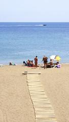 Pasillo de madera en la playa del Puerto del Carmen, Lanzarote