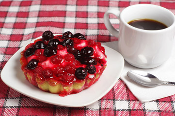 Coffee and cake with currants