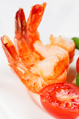 Fried shrimp and tomato close up