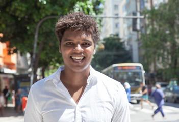 Fröhlicher Latino in Rio de Janeiro
