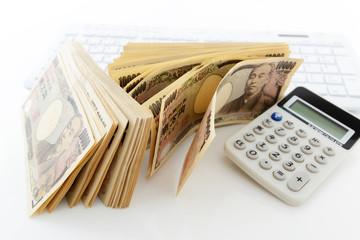 日本の紙幣と計算機