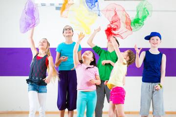 Kinder trainieren in Tanzschule