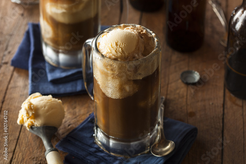 Refreshing Root Beer Float - 80764702