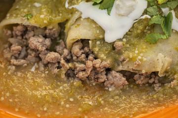 Enchiladas verdes de carne molida