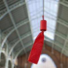 Petardo rojo en Mercado de Colón