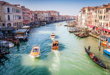 Circulation sur Le Grand Canal à Venise