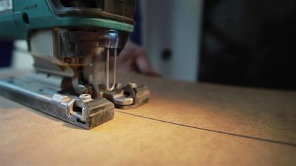 A machine cutting the peace of veneer