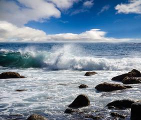 Kanaren:  Wellen, Brandung, Wolken, blauer Himmel :)