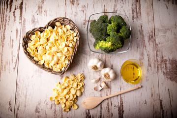 orecchiette con cime di broccolo ricetta