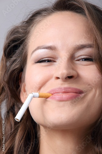 woman and stop smoking cigarette - 80805748