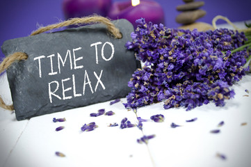Lavendel mit Schiefertafel und Time to Relax