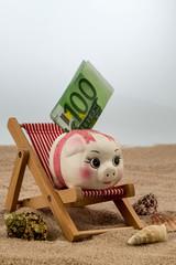 Liegestuhl mit Euro Geldschein