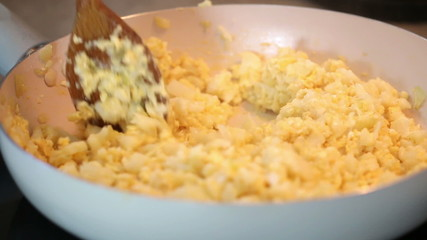 Mixed cauliflower with eggs in pan