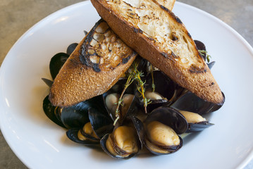 Mussels With Crouton Toast