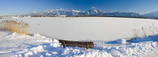 Panorama Winterlandschaft in Bayern an den Alpen