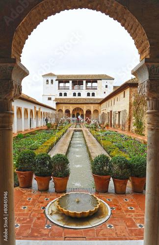 Palacio del Generalife, Alhambra de Granada, España - 80845946