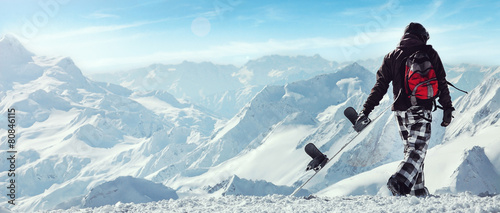 Foto op Canvas Wintersporten Snowboard freerider in the mountains