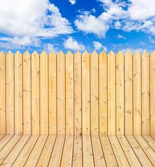 plancher et palissade de bois brut naturel