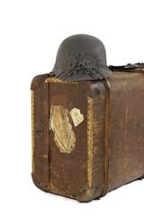 sombrero y maleta