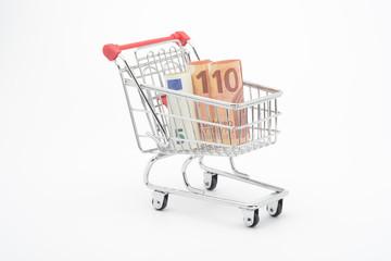 Carro de la compra con billetes de 5 y 10 euros