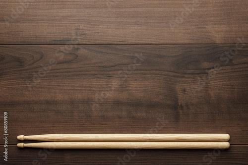 Leinwanddruck Bild wooden drumsticks on wooden table