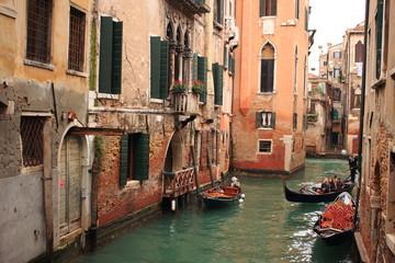 venezia canale con gondole