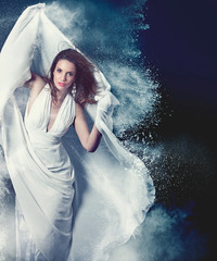 woman with exploding powder - fashion 21