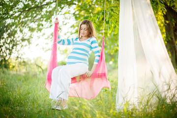 pregnancy swing