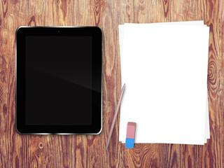 Tablette tactile et pages blanches sur fond de bois