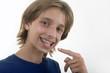 Orthodontie - Enfant montrant ses bagues 02