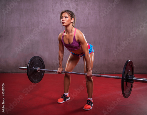 Staande foto Fitness Fit Girl Performing Deadlift
