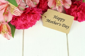 Happy Mother's Day gift tag with top border of pink flowers
