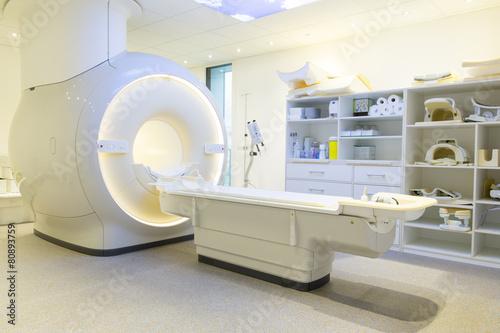 Kernspintomographie im Krankenhaus / Klinik / Praxis - 80893759