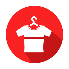 Icono redondo rojo camiseta en percha con sombra
