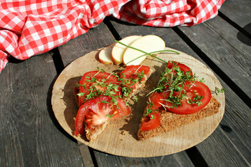 gesunder tomatentoast mit kresse diät snack lunch