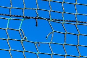 Loch in einem Netz