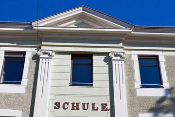 Schulgebäude, Vorderansicht