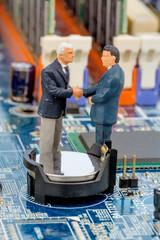 Zwei Manager auf Computerplatine