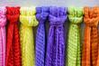 Bunte Schals im Angebot