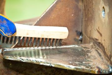 Cepillo de cerdas metálicas