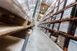 longue allée de marchandises industrielles - 80918777