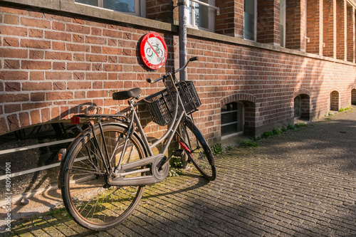 Foto op Aluminium Fiets No parking bicycles