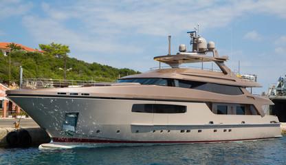 Edle Motoryacht: luxuriöse große private Yacht