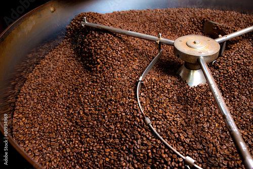 Foto op Canvas Koffie Roasting process of coffee, screening and cooling in the hopper