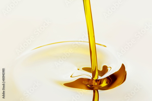 Papiers peints Condiment Pouring oil