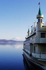 洞爺湖 遊覧船と羊蹄山