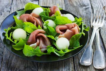 salad with prosciutto, melon and arugula